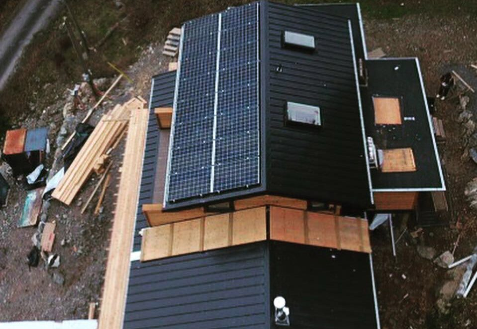 5.5 kW solar energy installed on a new house in Bowen Island