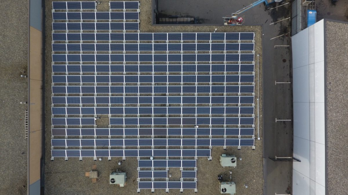 72 kW Ballast solar systems on commercial buildings